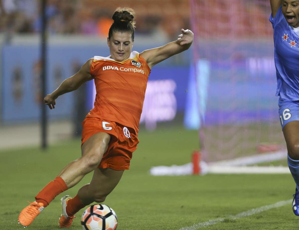 Houston Dash defender Cari Roccaro (5) goes after a loose ball during the first half of the game at BBVA Compass Stadium Saturday, Sept. 23, 2017, in Houston. ( Yi-Chin Lee / Houston Chronicle )