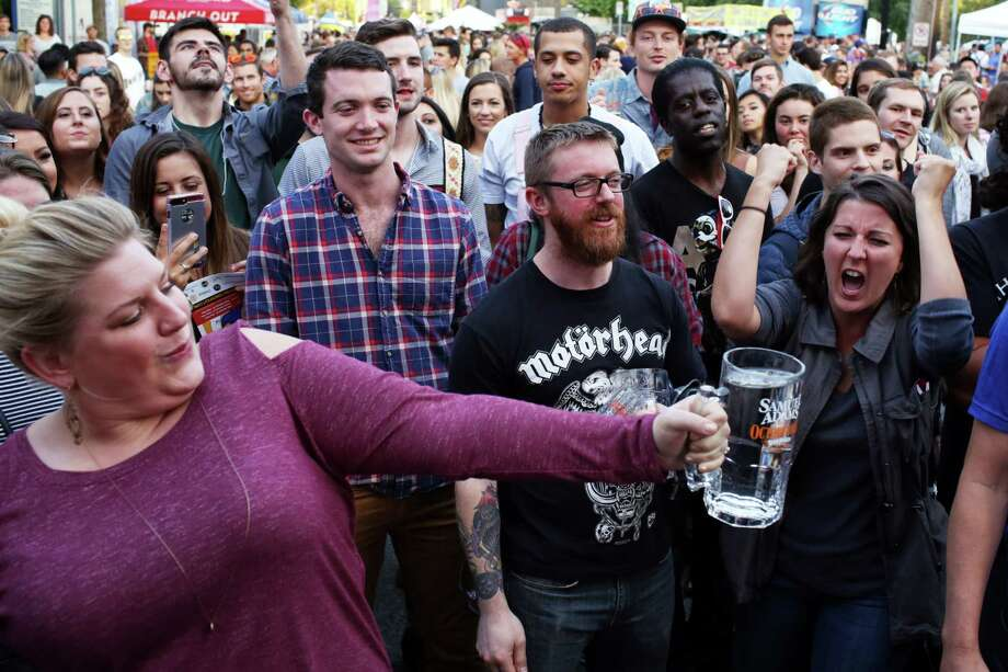 People cheer as contestants try to hold up a full stein for as long as they can during the annual Fremont Oktoberfest, Saturday, Sept 23, 2017. Photo: GENNA MARTIN, SEATTLEPI / SEATTLEPI.COM