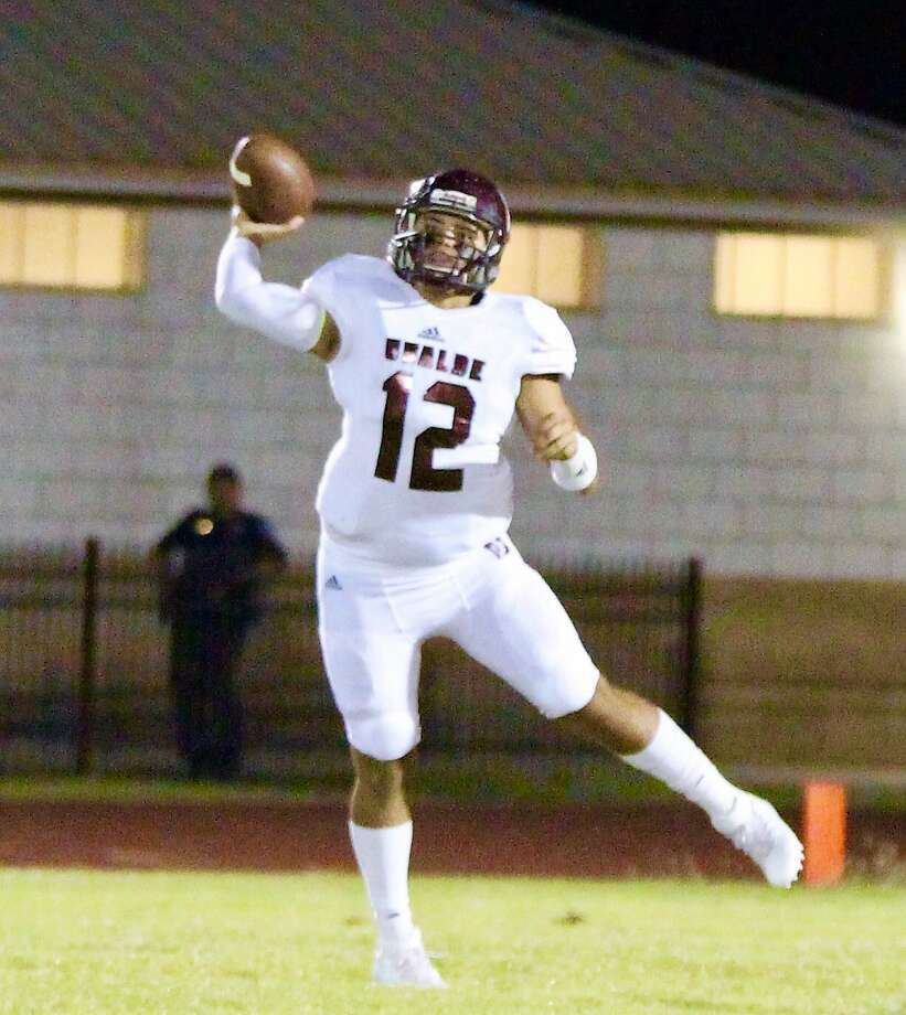 Quarterback Michael Mata completed an 86-yard touchdown pass to D'Andre Carroll with 1:21 left to play giving Uvalde a 34-27 victory over Carrizo Springs Friday Sept. 15,. 2017.  Photo: Courtesy Pete Luna, Uvalde Leader-News