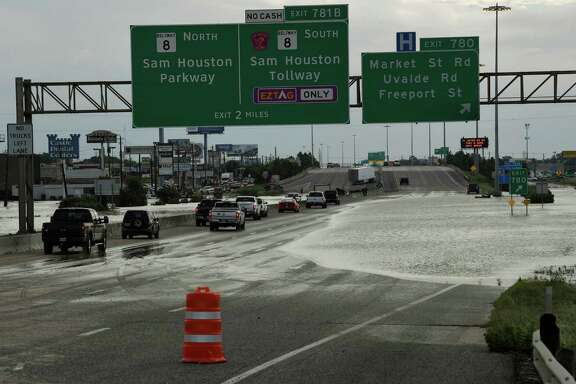Traffic goes around flooding on the Interstate 10 freeway after Hurricane Harvey caused heavy flooding on Aug.t 30. (Mark Ralston / AFP/Getty Images)