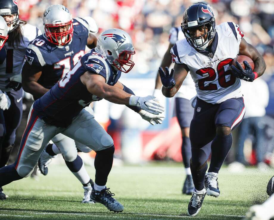 Houston Texans running back Lamar Miller (26) runs upfield with New England Patriots outside linebacker Kyle Van Noy (53) giving chase during the fourth quarter of an NFL football game at Gillette Stadium on Sunday, Sept. 24, 2017, in Foxbourough, Mass. ( Brett Coomer / Houston Chronicle ) Photo: Brett Coomer/Houston Chronicle