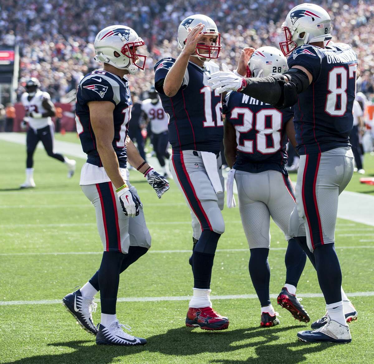 JOHN McCLAIN'S WEEKLY NFL POWER RANKINGS 3.New England (2-1) Last week: 6 Bill Belichick has back-to-back victories but a defense that's on a pace to allow more yards than any team in league history.