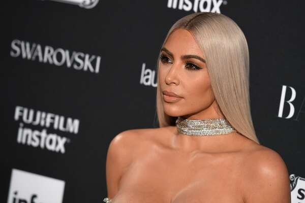 Kim Kardashian attends Harper's BAZAAR Celebration of 'ICONS By Carine Roitfeld' at The Plaza Hotel presented by Infor, Laura Mercier, Stella Artois, FUJIFILM and SWAROVSKI on September 8, 2017 in New York City. / AFP PHOTO / ANGELA WEISS        (Photo credit should read ANGELA WEISS/AFP/Getty Images)