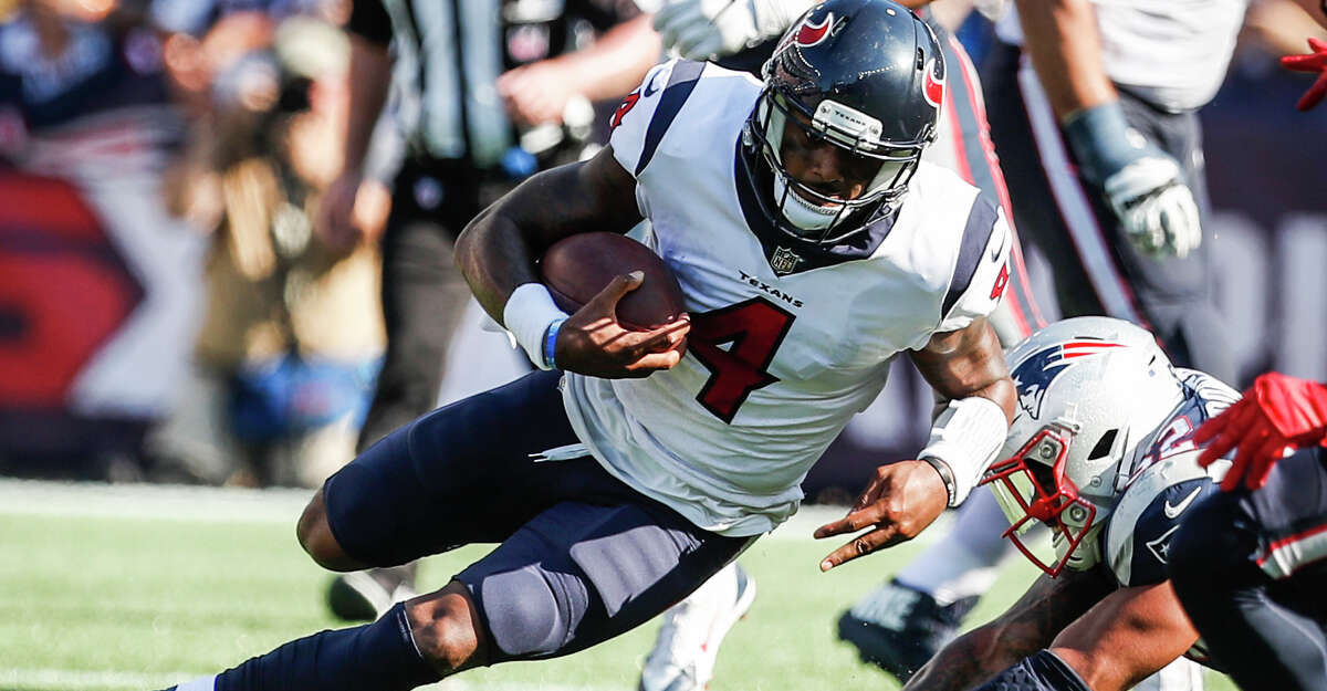 Houston Texans quarterback Deshaun Watson (4) runs for a first down past ]New England Patriots outside linebacker Elandon Roberts (52) during the fourth quarter of an NFL football game at Gillette Stadium on Sunday, Sept. 24, 2017, in Foxbourough, Mass. ( Brett Coomer / Houston Chronicle )