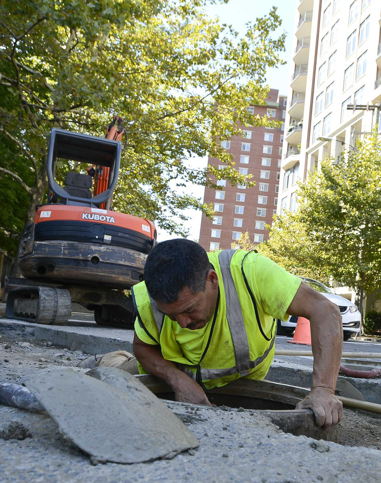 Stamford road paving goes into overdrive stamfordadvocate for What goes into 42