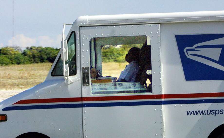 A postal truck involved in a two-hour long police chase moves north to Countyline Road in South Broward County, Fla., Friday, Jan. 31, 2003. The truck was pursued through north Dade and south Broward counties after a man commandeered a mail delivery van, taking the driver hostage. (AP Photo/Miami Herald, Bob Eighmie) Photo: BOB EIGHMIE / AP / MIAMI HERALD