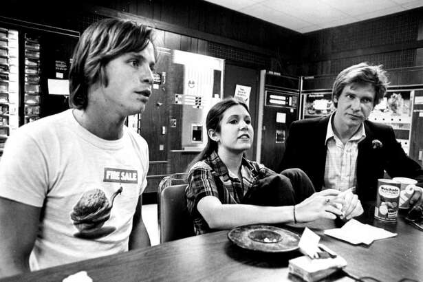 """16) Mark Hamill, Carrie Fisher and Harrison Ford on the set of """"Star Wars: A New Hope"""""""