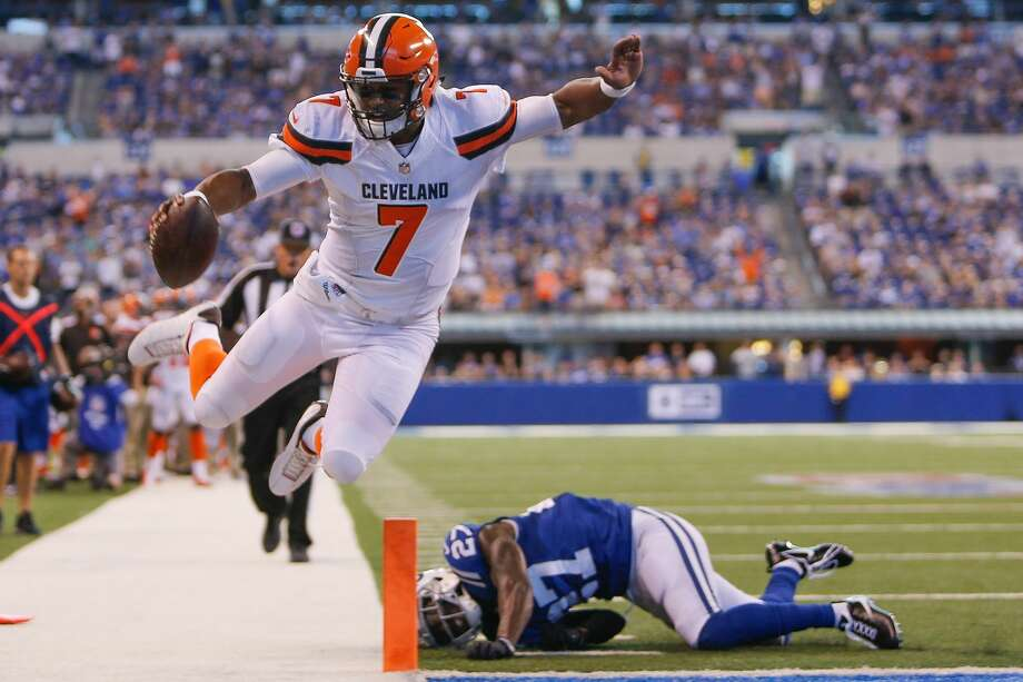 32. Cleveland Browns (0-3)Previous: 31Rookie DeShone Kizer continues to have his moments, but the Browns dug themselves a three-touchdown hole they couldn't climb out of versus the Colts. Photo: Michael Reaves/Getty Images