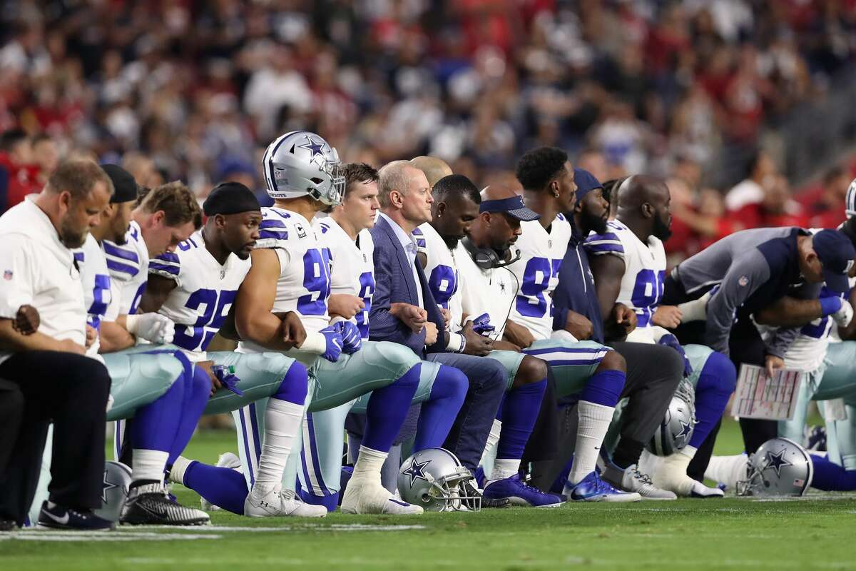 Members of the Dallas Cowboys link arms before the National Anthem at the start of the NFL game against the Arizona Cardinals at the University of Phoenix Stadium on September 25, 2017 in Glendale, Arizona. (Photo by Christian Petersen/Getty Images)