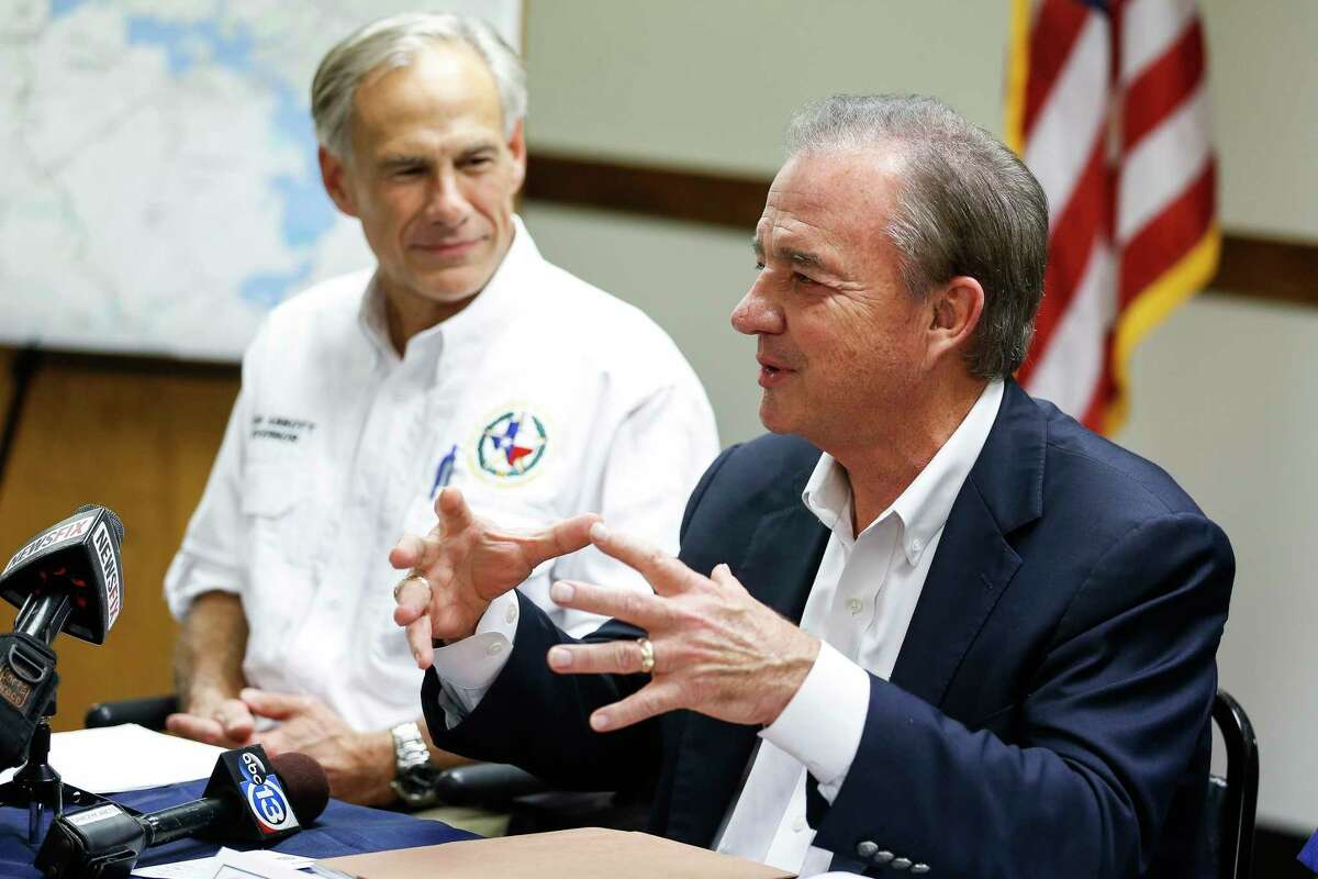 Texas A&M University System chancellor John Sharp, right, was handpicked by Gov. Greg Abbott, left, to be the state's storm recovery czar. The two were once neighbors.