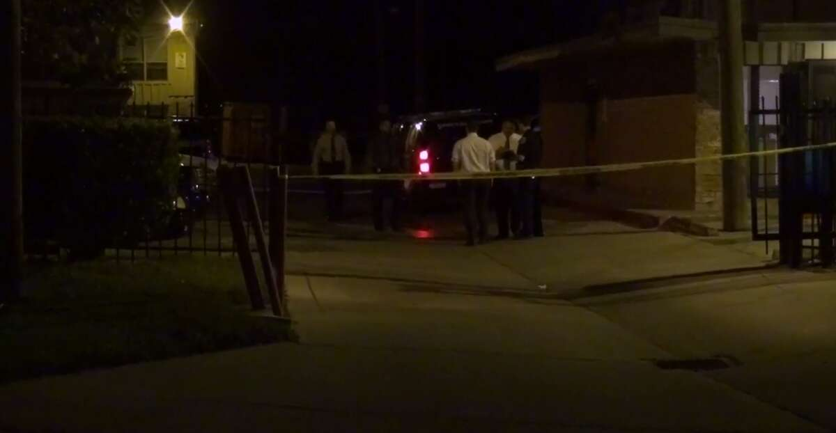 A man is injured after his girlfriend shot him in the neck late Monday at a south Houston apartment complex. (Metro Video)
