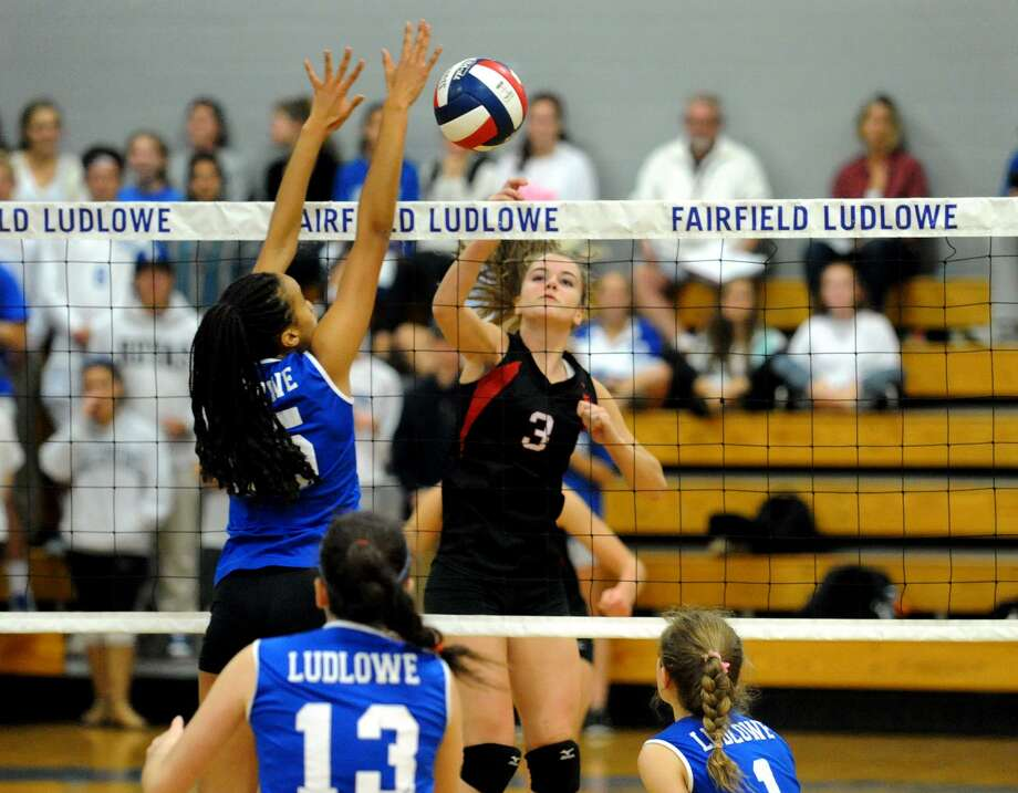 FCIAC Girls Volleyball Quarterfinals action between Fairfield Ludlowe and Fairfield Warde in Fairfield, Conn. on Tuesday, Nov. 3, 2015. Photo: Christian Abraham / Hearst Connecticut Media / Connecticut Post