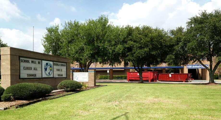 Willowridge High School will have a delayed start date because of black mold, as efforts to clean it up were underway, Thursday, Aug. 3, 2017, in Houston. ( Karen Warren / Houston Chronicle ) Photo: Karen Warren, Staff Photographer / Internal