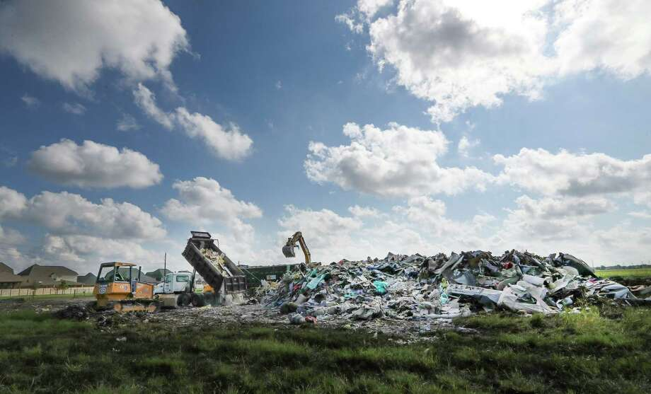 A large debris field near the corner of Beechnut and S. Mason in Richmond.  One of the MUD (municipal utility districts) has set up a dumping area on an open lot Friday, Sept. 22, 2017, in Richmond. Photo: Steve Gonzales, Houston Chronicle / © 2017 Houston Chronicle