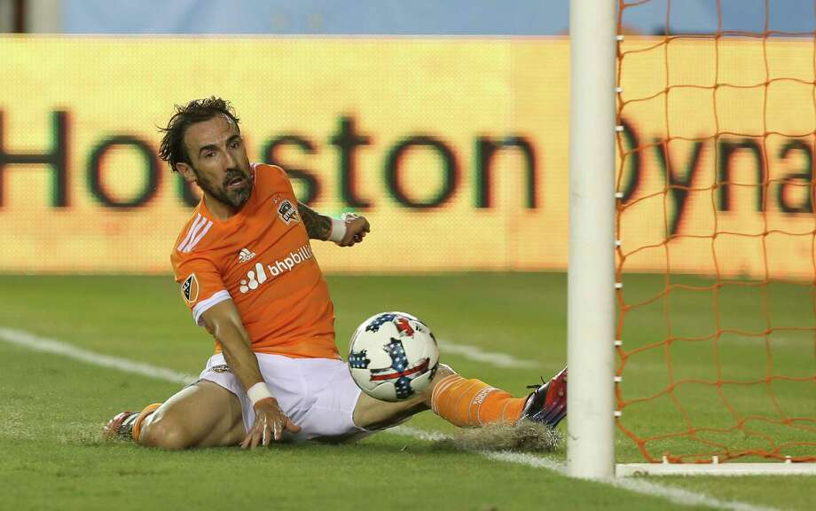 Houston Dynamo forward Vicente Sanchez (10) scores his second goal of the night right by the post during the second half of the game at BBVA Compass Stadium Saturday, Aug. 12, 2017, in Houston. Houston Dynamo defeated San Jose Earthquakes 3-0.( Yi-Chin Lee / Houston Chronicle ) Photo: Yi-Chin Lee, Staff / © 2017  Houston Chronicle