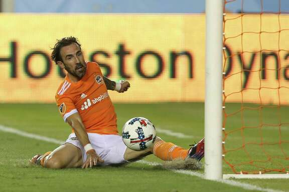 Houston Dynamo forward Vicente Sanchez (10) scores his second goal of the night right by the post during the second half of the game at BBVA Compass Stadium Saturday, Aug. 12, 2017, in Houston. Houston Dynamo defeated San Jose Earthquakes 3-0.( Yi-Chin Lee / Houston Chronicle )