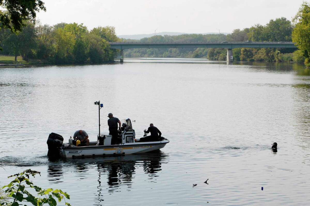 New York State Police dive team works on the Mohawk River on Tuesday, Sept. 26, 2017, in Schenectady, N.Y. (Paul Buckowski / Times Union)