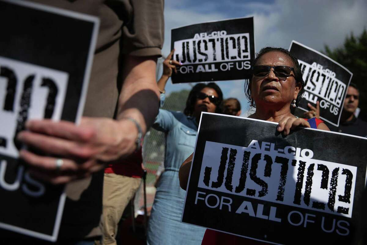 WASHINGTON, DC - SEPTEMBER 14: People participate in a immigration march in front of the White House September 14, 2017 in Washington, DC. The National Hispanic Leadership Agenda (NHLA) held a march from AFL-CIO to the White House to commence the Hispanic Heritage Month of Action and defend the Deferred Action for Childhood Arrivals (DACA) program. (Photo by Alex Wong/Getty Images) *** BESTPIX ***