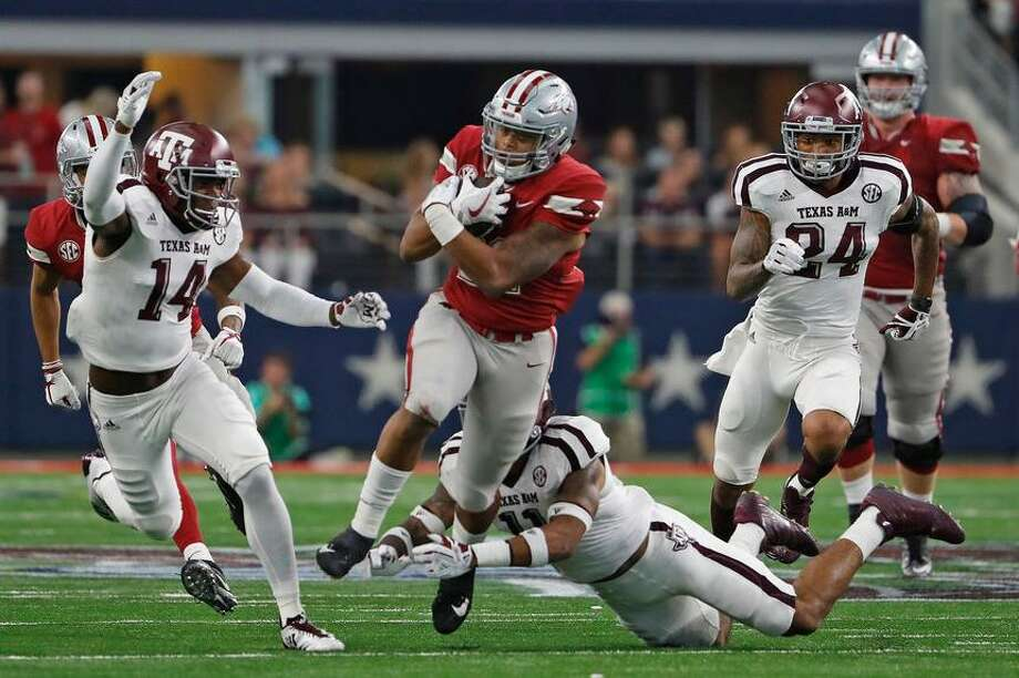 Arkansas Razorbacks running back Devwah Whaley (21) on a 21-yard run in the third quarter on Saturday, Sept. 23, 2017 in the Southwest Classic in Arlington, Texas. The Texas A&M Aggies beat the Arkansas Razorbacks in overtime 50-43. Photo: Paul Moseley /Fort Worth Star-Telegram