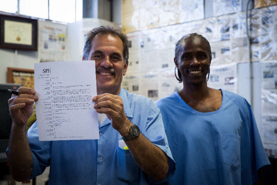 Arnulfo Garcia and current San Quentin News Chief Editor Richard Richardson on day they received SPJ Membership Letters on December 18, 2015. Photo: Elisabeth Fall/Fallfoto.com