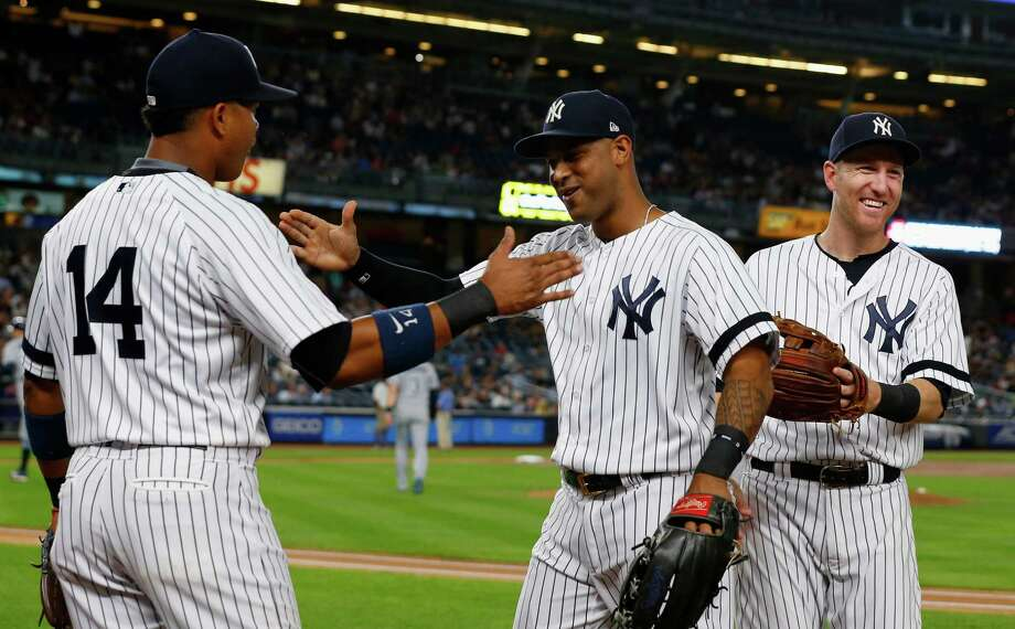 Fan at Yankee Stadium yells out catcher's location, gets tossed