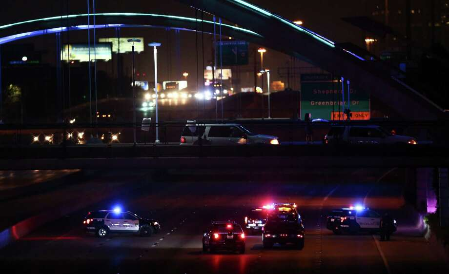 Houston Police officers investigate the scene where officer Nestor Garcia was struck by a motorist during a traffic stop on the southbound lanes of U.S. 59 near Dunlavy Wednesday, Sept. 27, 2017, in Houston. Garcia was taken to Memorial Hermann Hospital. Photo: Godofredo A. Vasquez / Godofredo A. Vasquez / Houston Chronicle
