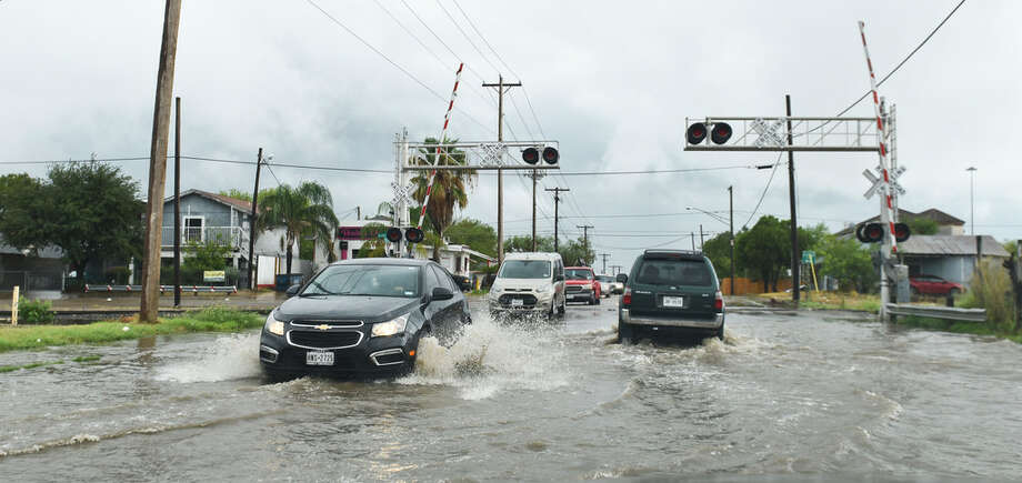 Cars drive through a flooded N. Arkansas Avenue near the intersection with Guadalupe Street on Sept. 26, 2017. Photo: Danny Zaragoza/Laredo Morning Times