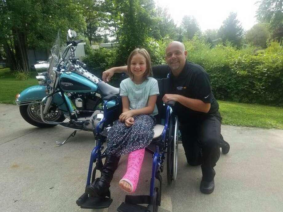 Dan Tomaszewski andJaydyn Robinson pose weeks after the crash that injured her. (Bella Lindauer/for the Daily News)