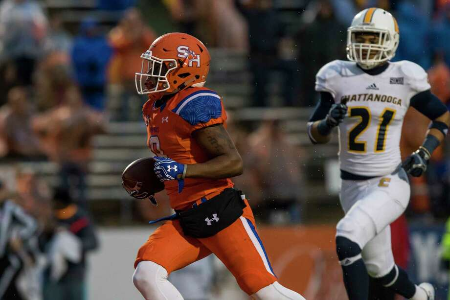 Sam Houston State receiver Yedidiah Louis (9) catches a pass for his third touchdown in a NCAA Division I Football Championship Subdivision playoff football game at Bowers Stadium on Saturday, December 3, 2016, in Huntsville, Tx. (Joe Buvid / For the Houston Chronicle) Photo: Joe Buvid, Freelance / © 2016 Joe Buvid