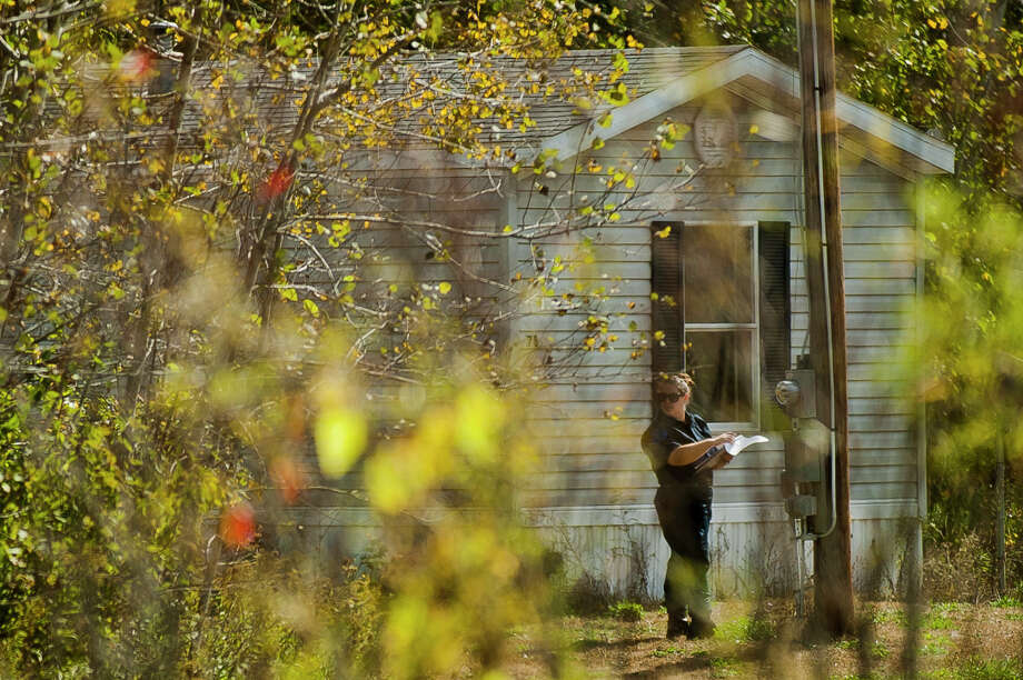 A Michigan State Police forensics unit investigates the scene of a shooting that occurred Wednesday morning, Sept. 27, 2017 near Baseline and Loomis roads in Mt. Pleasant. Officials are continuing to search for the suspect, who has been identified as Kenneth Maddux, in the area of the Midland and Isabella County line south of M-20. (Katy Kildee/kkildee@mdn.net) Photo: (Katy Kildee/kkildee@mdn.net)