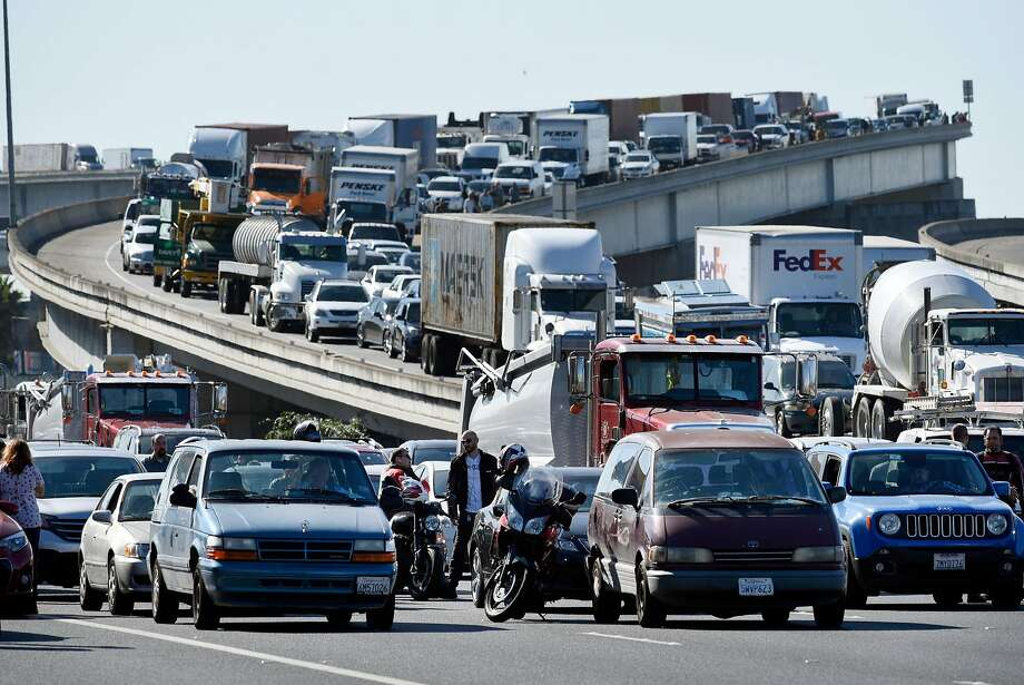 East bound traffic is stopped as a section of Interstate 80 is completely shutdown in both directions due to police activity in Emeryville, Calif., on Wednesday September 27, 2017. Photo: Michael Short, Special To The Chronicle