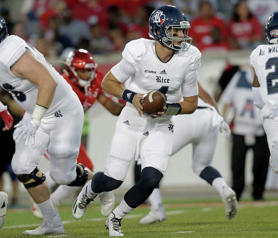 Rice Owls quarterback Sam Glaesmann (4) looks to  handoff the ball in the first inning agianst Houston Cougars at TDECU Stadium on Saturday, Sept. 16, 2017, in Houston. ( Elizabeth Conley / Houston Chronicle ) Photo: Elizabeth Conley, Staff / © 2017 Houston Chronicle