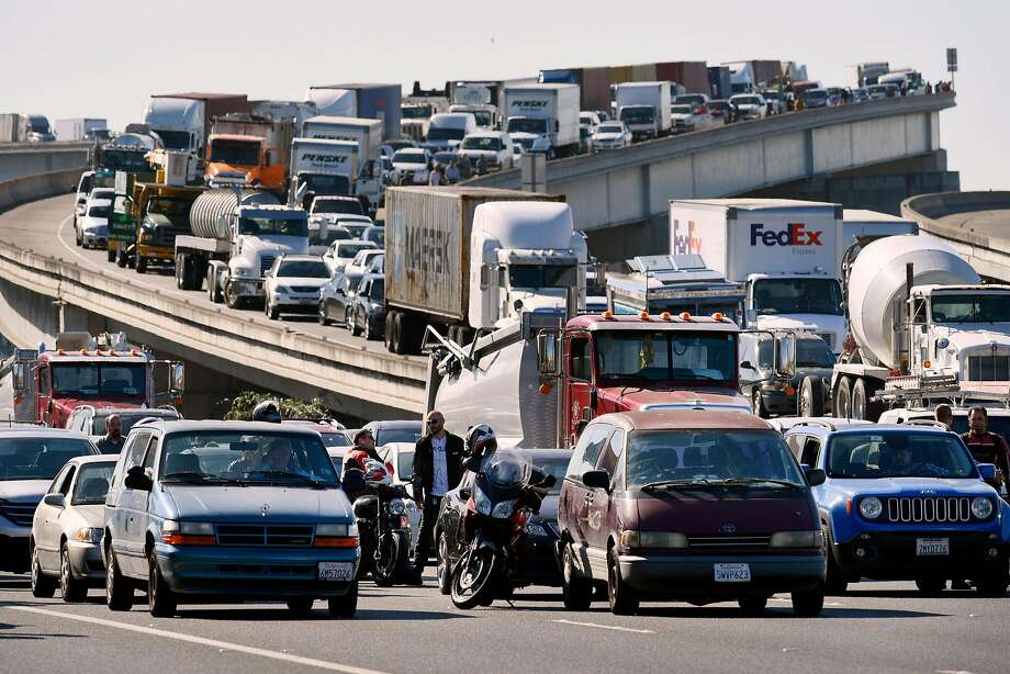 East bound traffic is stopped as a section of Interstate 80 is completely shutdown in both directions due to police activity in Emeryville on Wednesday September 27, 2017. Photo: Michael Short, Special To The Chronicle