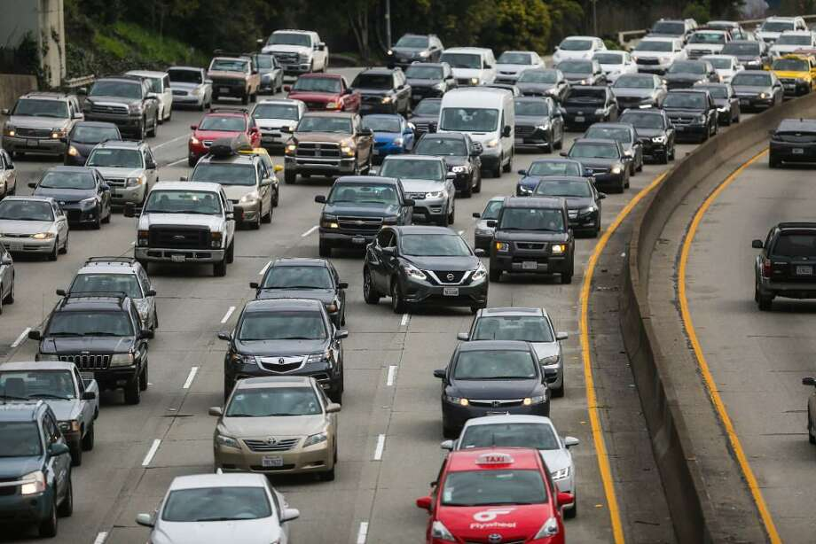 """Traffic is seen on Highway 101 in San Francisco, California. California Assemblymember Phil Ting plans to introduce a bill that,  starting in 2040, would allow the state's motor vehicles department to  register only """"clean"""" vehicles that emit no carbon dioxide, such as  battery-electric or hydrogen fuel-cell cars. Photo: Gabrielle Lurie / The Chronicle / /"""