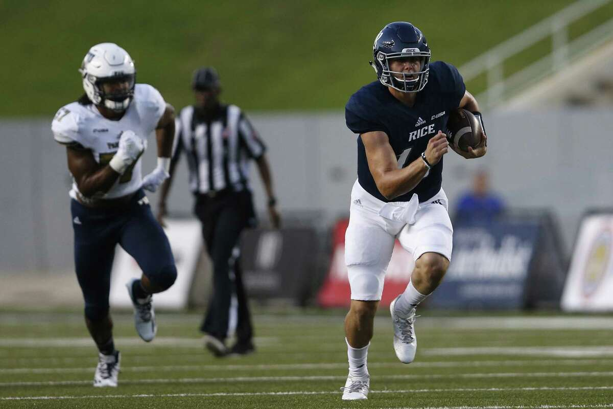 HOUSTON, TX - SEPTEMBER 23: Jackson Tyner #14 of the Rice Owls scrambles in the second quarter pursued by Jordan Guest #57 of the FIU Golden Panthers at Rice Stadium on September 23, 2017 in Houston, Texas. (Photo by Tim Warner/Getty Images)