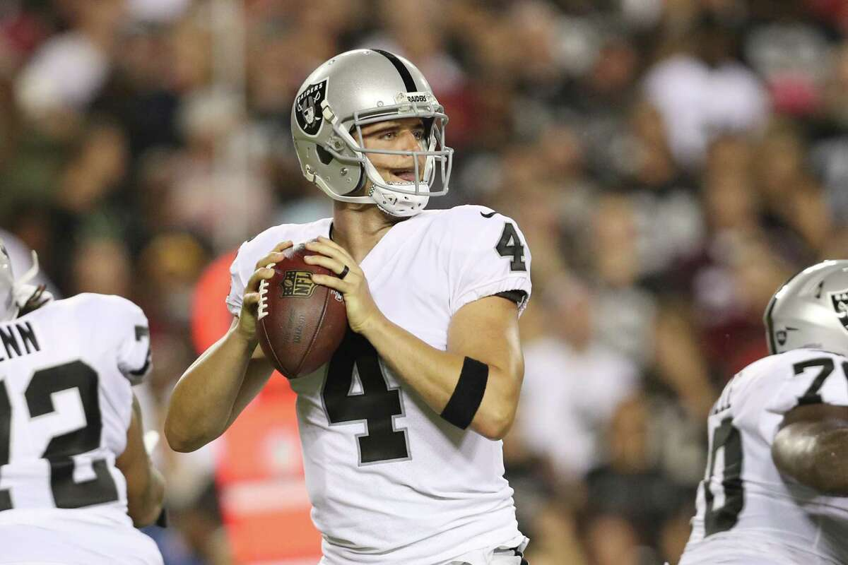 LANDOVER, MD - SEPTEMBER 24: Quarterback Derek Carr #4 of the Oakland Raiders throws in the first quarter of play against the Washington Redskins at FedExField on September 4, 2017 in Landover, Maryland. (Photo by Patrick Smith/Getty Images)