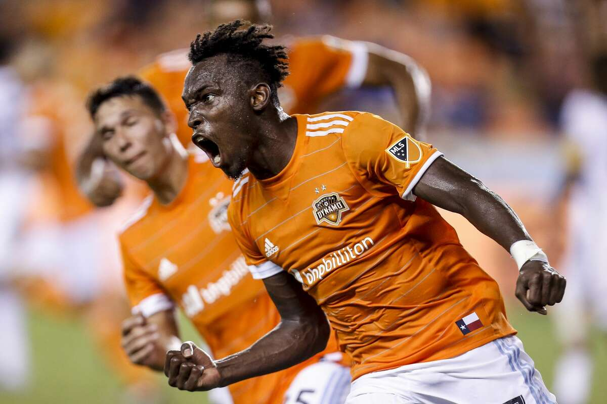 Houston Dynamo forward Alberth Elis (17) celebrates after heading in a corner kick for a goal as the Houston Dynamo tie the Los Angeles Galaxy 3-3 at BBVA Compass Stadium Wednesday, Sept. 27, 2017 in Houston. ( Michael Ciaglo / Houston Chronicle)