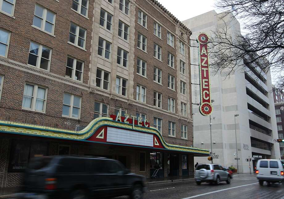 The owner of downtown's Aztec Theatre building has decided to turn much of it into a hotel, abandoning a two-year-old plan to create apartments there. Photo: Kin Man Hui /San Antonio Express-News / San Antonio Express-News