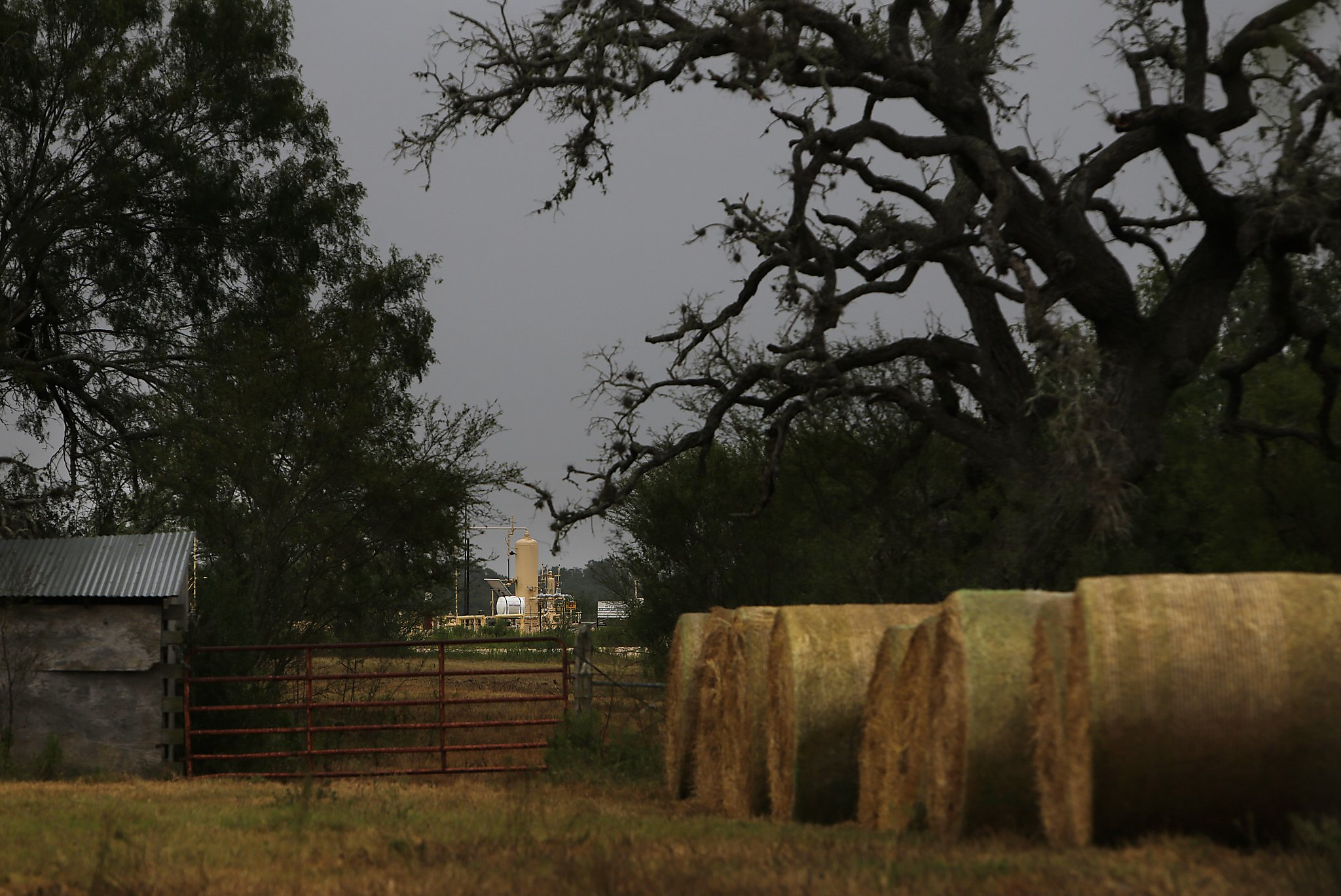 Oil Ghost Towns Dot The Landscape In Texass Other Shale Patch