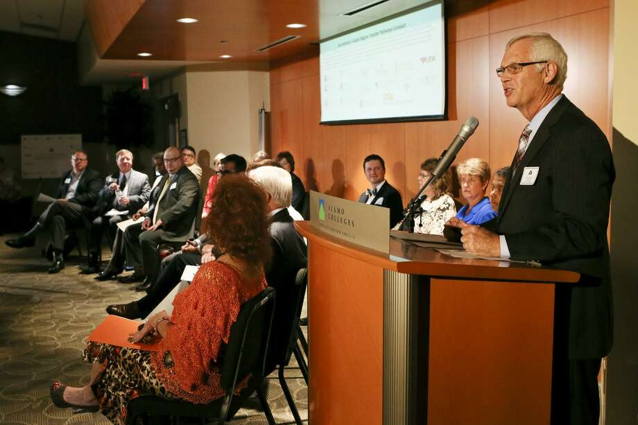 Alamo Colleges' Chancellor Dr. Bruce Leslie , at the lectern, shown here in 2016, has received negative coverage, but a closer look shows a record of accomplishment. Photo: Marvin Pfeiffer /San Antonio Express-News / Express-News 2016