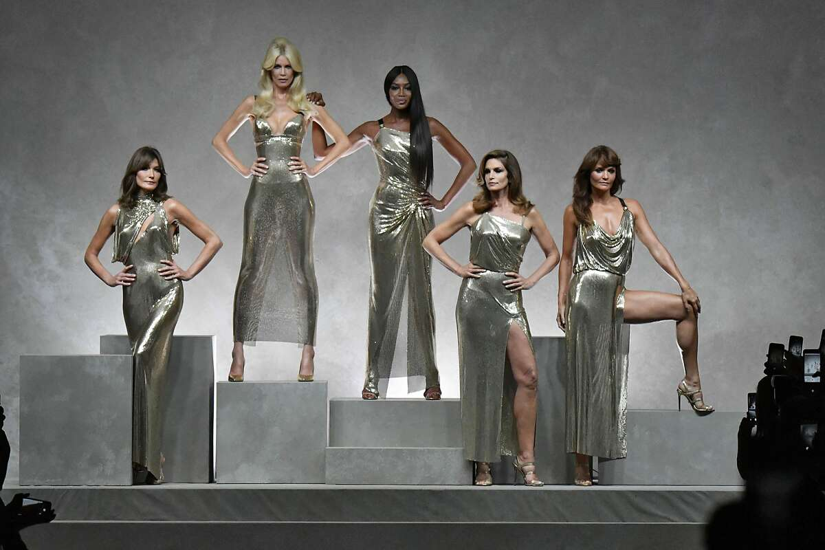 MILAN, ITALY - SEPTEMBER 22: Carla Bruni, Claudia Schiffer, Naomi Campbell, Cindy Crawford, Helena Christensen walk the runway at the Versace Ready to Wear Spring/Summer 2018 fashion show during Milan Fashion Week Spring/Summer 2018 on September 22, 2017 in Milan, Italy. (Photo by Victor VIRGILE/Gamma-Rapho via Getty Images)
