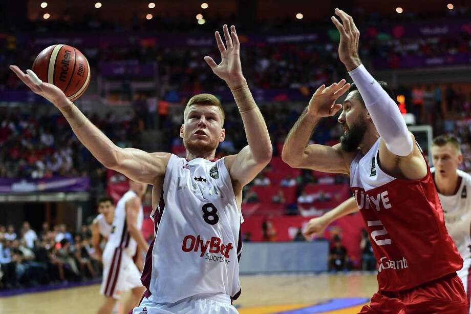 Latvia's forward Davis Bertans (left) vies for the ball with Turkey forward Erkan Veyseloglu (right) during a FIBA EuroBasket 2017 game at Fenerbahce Ulker Sport Arena in Istanbul on Sept. 7, 2017. Photo: Ozan Kose /Getty Images / AFP or licensors