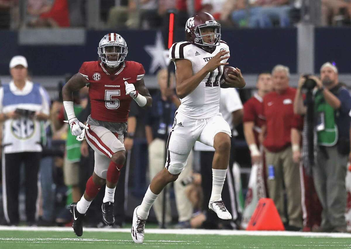 ARLINGTON, TX - SEPTEMBER 23: Kellen Mond #11 of the Texas A&M Aggies runs for 79 yards in the second quarter against the Arkansas Razorbacks at AT&T Stadium on September 23, 2017 in Arlington, Texas. (Photo by Ronald Martinez/Getty Images)