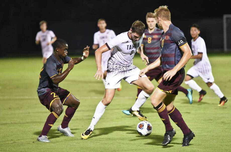 TAMIU Rafael Montabes dribbles the ball down the field during a game against Midwestern State University on Thursday, Sept. 28, 2017 at the TAMIU Soccer Complex. Photo: Danny Zaragoza /Laredo Morning Times File / Laredo Morning Times