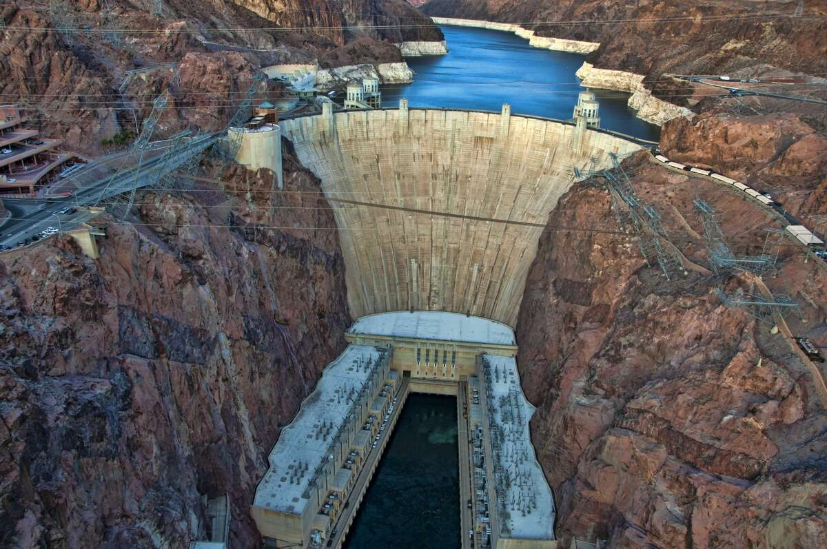 The Los Angeles Department of Water and Power, an original operator of the dam when it was erected in the 1930s, wants to equip it with a $3 billion pipeline and a pump station powered by solar and wind energy.