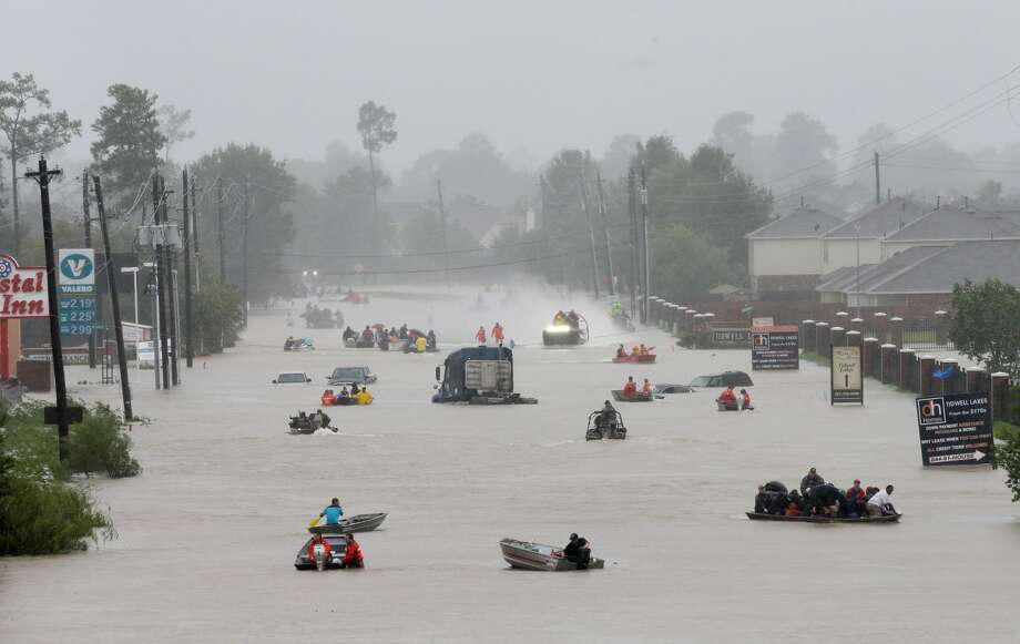 Rescue boats work along Tidwell at the east Sam Houston Tollway helping to evacuate people Monday, August 28, 2017. Much of the area is flooded from rains after Hurricane Harvey. ( Melissa Phillip / Houston Chronicle) Photo: Melissa Phillip