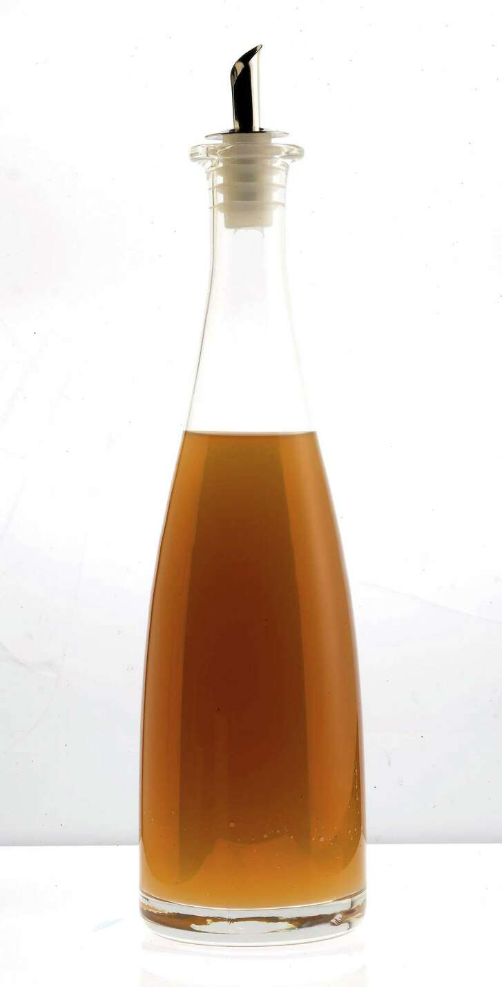 "juliecooper Unfiltered Apple Cider Vinegar. It's easy to make herbal or other kinds of vinegar at home, said Lawerence J. Diggs in ""Vinegar: The User-Friendly Standard Text Reference & Guide to Appreciating, Making and Enjoying Vinegar."" (Bob Fila/Chicago Tribune/MCT)"