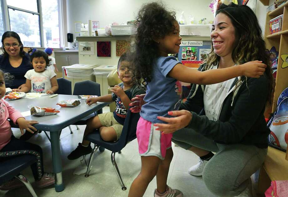 Jessica Gonzalez, right, a student at San Antonio College, picks up her daughter Cambrie Trammel at SAC's Early Childhood Studies Center last fall. Applications are now open for a LULAC scholarship that offers help to Alamo Colleges students today and future tuition for their young children. Photo: Bob Owen /San Antonio Express-News / ©2017 San Antonio Express-News