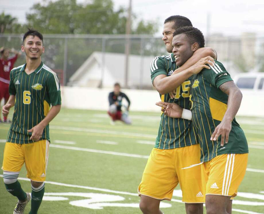 Laredo Community College will host Jacksonville Junior College on Wednesday at 7 p.m. at Memorial Field in a regional quarterfinal game. Photo: Francisco Vera /Laredo Morning Times File / Laredo Morning Times