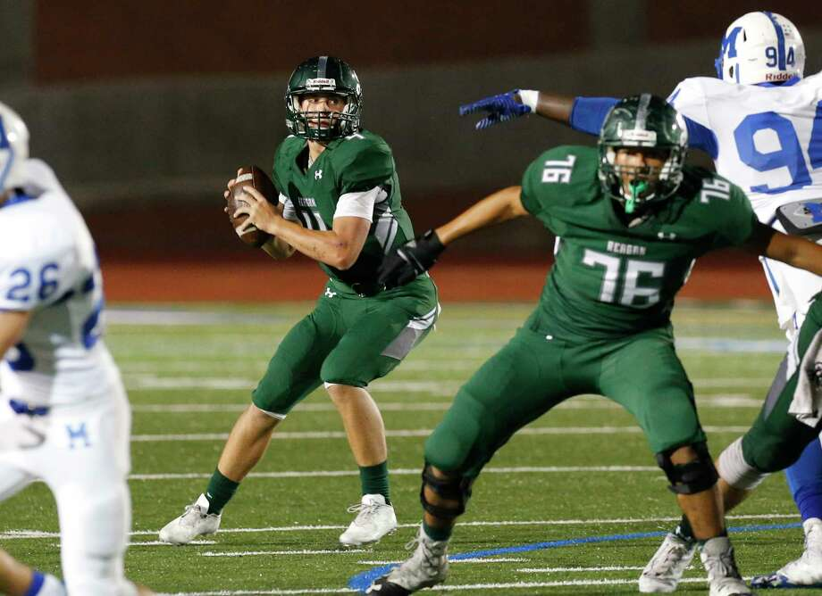 Reagan quarterback Travis Sthele (04) looks to pass against MacArthur during their football game at Heroes Stadium on Friday, Sept. 29, 2017. Photo: Kin Man Hui, San Antonio Express-News / ©2017 San Antonio Express-News